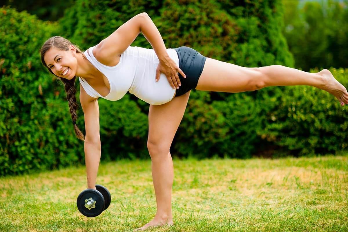 smiling-pregnant-woman-doing-single-leg-dumbbell